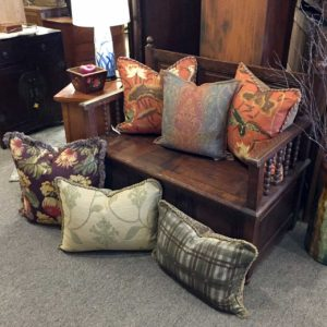 Pretty-traditional-style-pillows